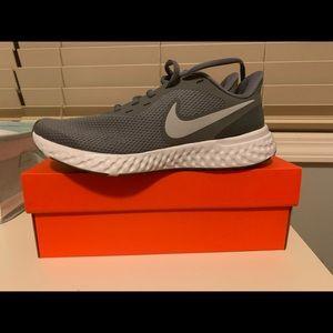 NWT NIKE revolution running shoes